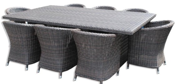 Synthetic rattan dining table with Gio dining chairs