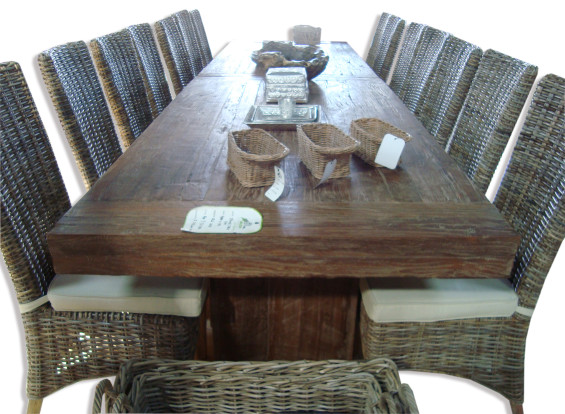 Colossus Pedestal Dining Table